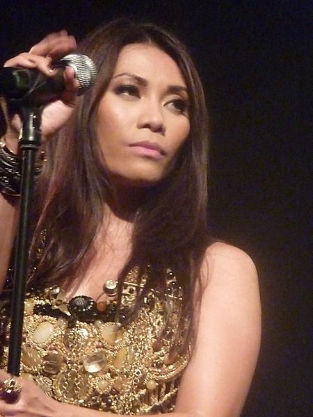 Anggun saat konser tunggalnya di gedung Le Trianon, Paris, Perancis, pada 13 Juni 2012.