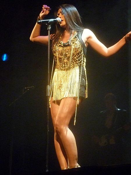 Penampilan Anggun dalam konser tunggalnya di Paris, Perancis, pada 13 Juni 2012
